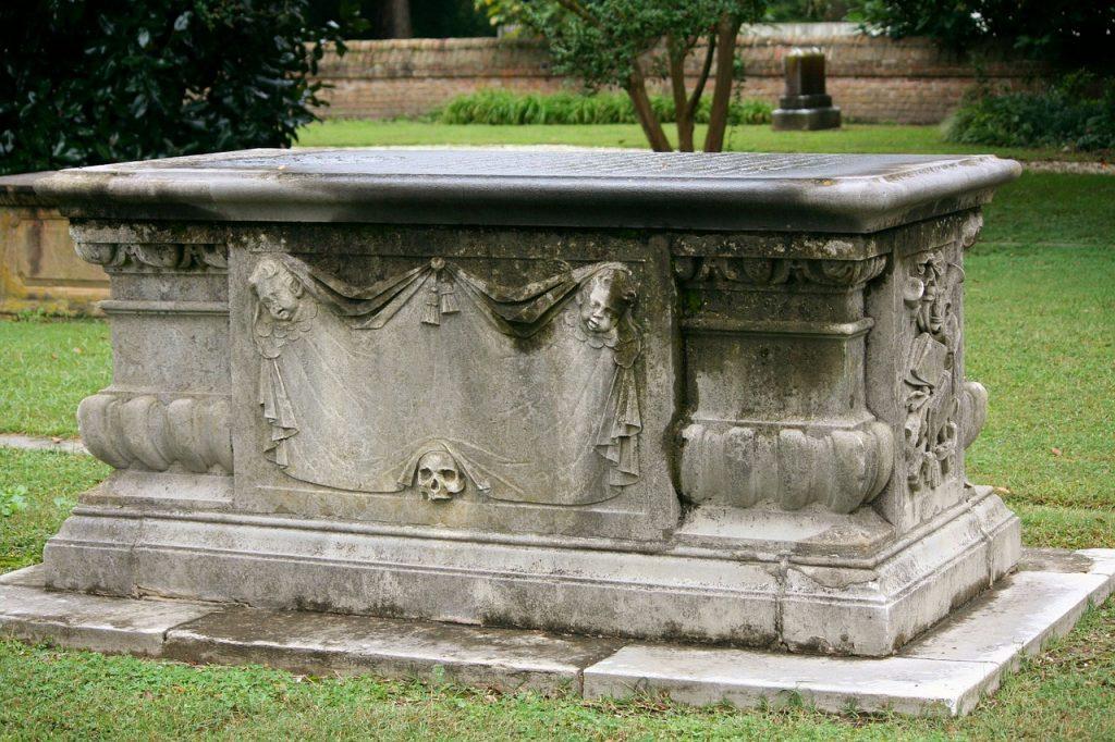 Demain on déménage, le cercueil d'un aïeul